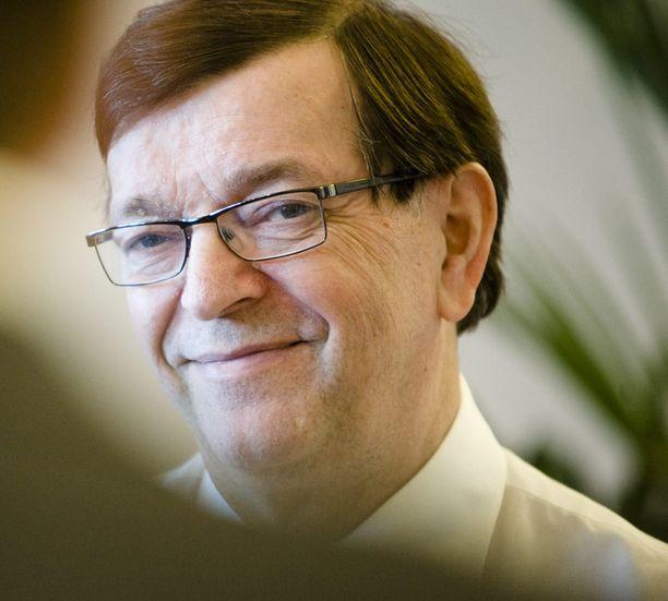 Paavo Väyrysen mukaan Ruotsilla menee paremmin kuin Suomella siksi, että maa jäi Emun ulkopuolelle.