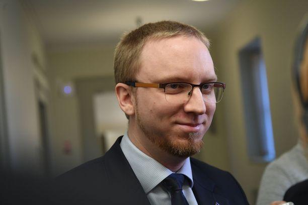 Entinen kansanedustaja Simon Elo (kok).