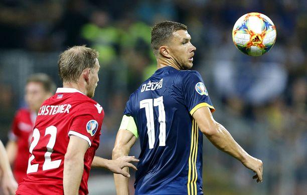 Edin Dzeko on Bosnian supertähti.