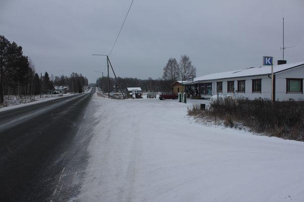Kuoleman kyläkauppa sijaitsee aivan valtatie 16:n varrella.