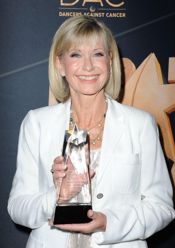 Olivia Newton-John sai palkinnon Dancers against cancer -gaalassa.