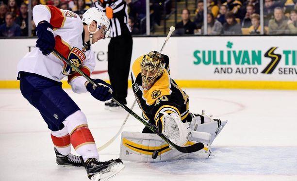 Boston Bruinsin maalivahti Tuukka Rask torjui 27 kertaa, kun Bruins nujersi Florida Panthersin 4-3-lukemin.