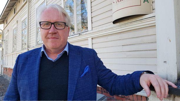 Veikko Vallin työskenteli pitkään yrittäjänä urheiluravinteiden parissa.