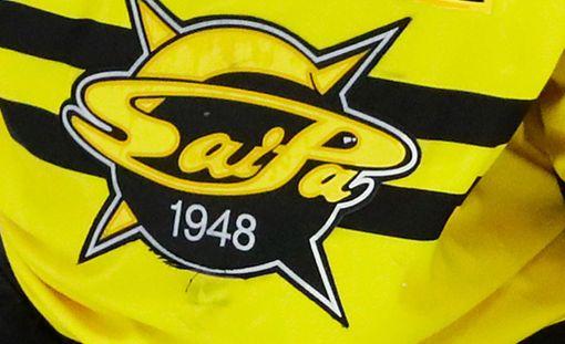 Roy Radke pukee ylleen SaiPan keltamustan nutun.