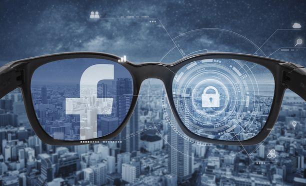 Facebook tuo lähivuosina markkinoille omat älylasit. Kuvituskuva.