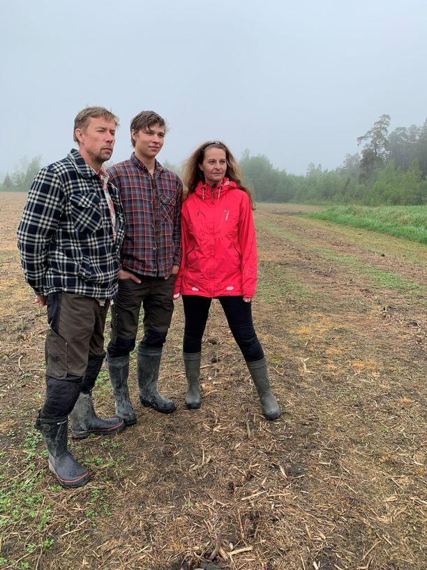 Virpi ja Tage Karlsson viljelevät parsaa Tagen sukutilalla. Pelkän parsan varassa perhe ei elä, vaan tilalla tuotetaan muutakin. Sukutila saanee jatkajan, sillä Nikolai-poika opiskelee maatalousalaa.