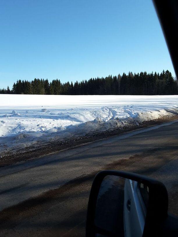 Useita autoja on viime päivinä ajautunut pois tieltä samassa paikassa Juvalla.