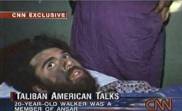 Lindh pian pidätyksensä jälkeen vuonna 2001. Kuvakaappaus CNN:n videolta.