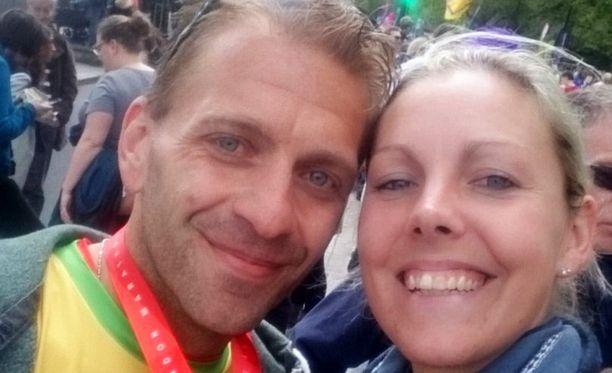 Kim Wright oli kannustamassa maratonille osallistunutta poikaystäväänsä Simon Ballardia.