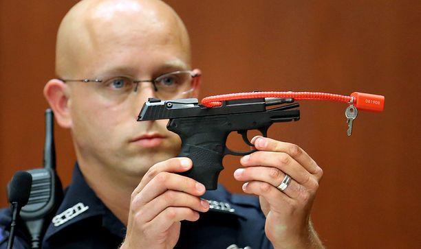 9 mm pistoolia esiteltiin vuonna 2013 oikeudenkäynnissä, jossa Zimmerman vapautettiin kaikista syytteistä.