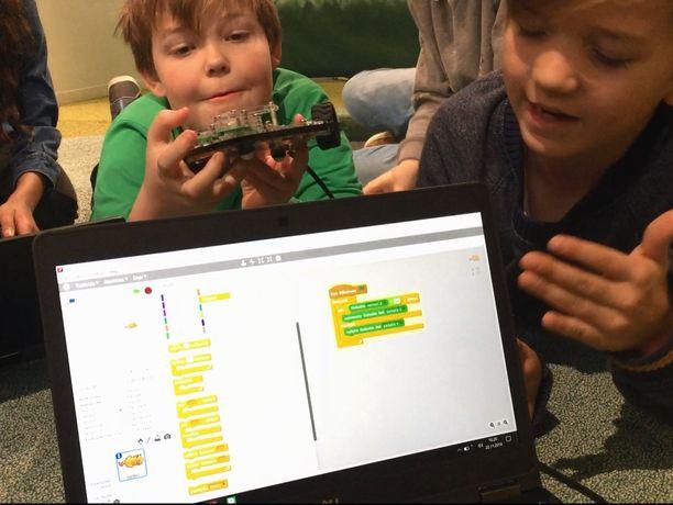 Kouluopetukseen kuuluu nykyisin myös ohjelmointia ja robotiikkaa.