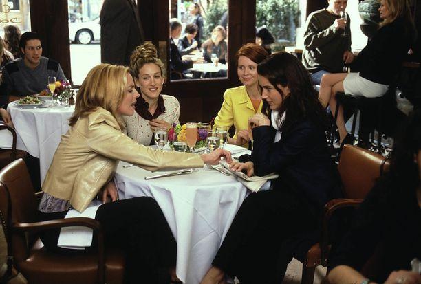 Päänelikkö kävi ronskeja keskustelujaan usein ravintolan pöydän äärellä.