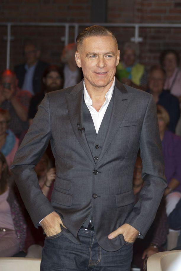 Kanadalainen Bryan Adams on ollut naimisissa Alicia Grimaldin kanssa vuodesta 2004. Pariskunta esiintyy silti harvoin yhdessä julkisuudessa.