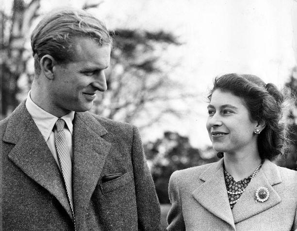 Kaksikko on viihtynyt Balmoralin linnassa jo vuosien ajan. Prinsessa Eugenien mukaan isoäiti-Elisabet on onnellisimmillaan juuri Balmoralissa.