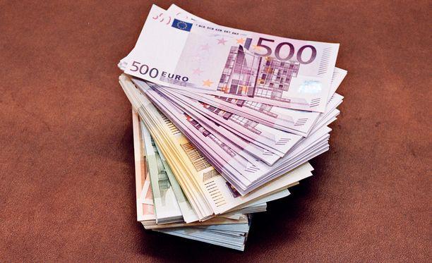 Mies oli syyttäjän mukaan salannut, että hänellä oli hallussaan käteistä kymmenien tuhansien eurojen edestä.