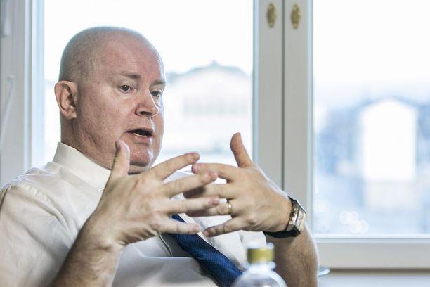 Työministeri Jari Lindströmin (ps) mukaan uudessa mallissa luotetaan entistä enemmän työttömien omaan näkemykseen siitä, mitä työpaikkoja heidän kannattaa hakea.