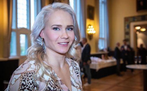 """Petra Olli ja Indrek-rakas poseerasivat yhdessä - rakkaus vei jalat alta välittömästi: """"Odotus kannatti"""""""