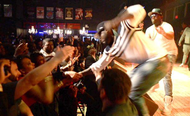 50 Cent raivostui faninsa sekoilusta.