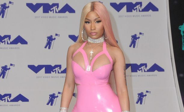 Mikä asu! Nicki Minaj (35) kuvattuna viime kesänä Los Angelesissa. Tuolloin hän vielä viihtyi yhdessä Nasin kanssa.
