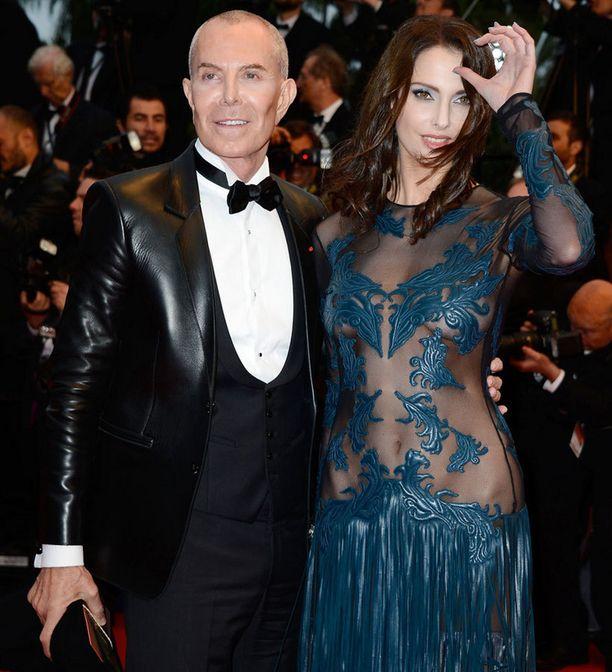 Ranskalaisnäyttelijä Frederique Bellin nännit vilkkuivat iltapuvun alta.