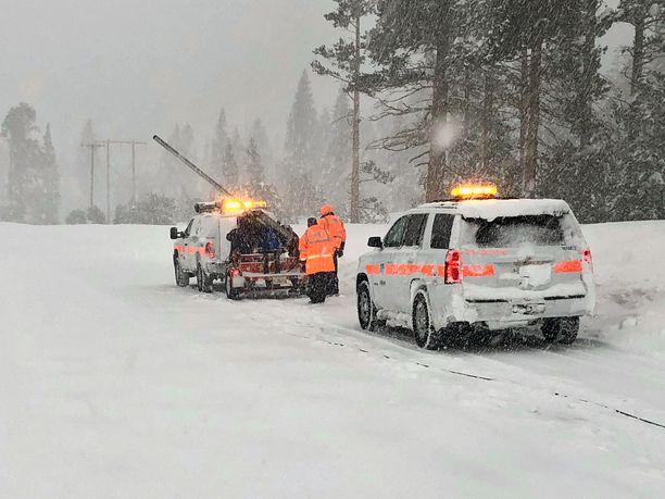 Tammikuun lopun lumimyräkkä aiheutti useita pelastustehtäviä Sierra Nevadan vuoriston ympäristössä.