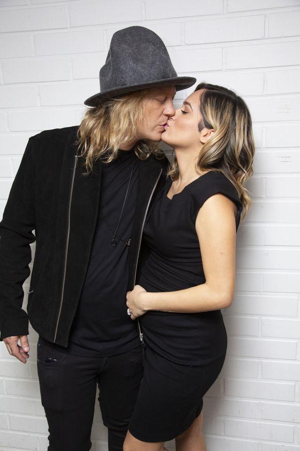 Jukka Hilden ja Chachi Gonzales menivät naimisiin syksyllä 2019.