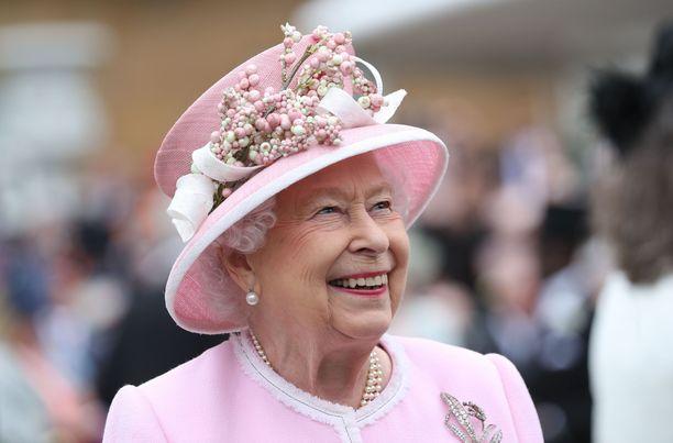 Kuningatar Elisabet rakastaa kukkia.