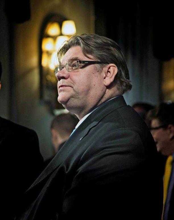 Timo Soini sai kutsun perinteikkäälle rukousaamiaiselle.