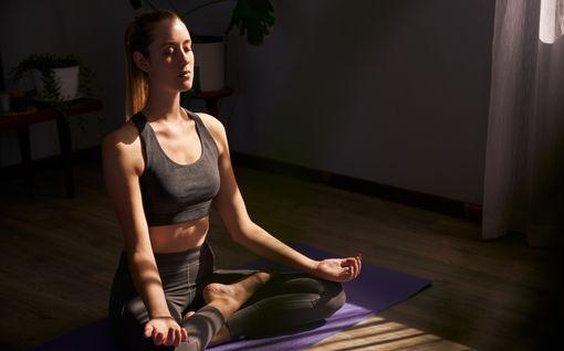 Jooga-asennot, joiden luvataan parantavan seksielämääsi – vahvista lemmenlihaksiasi ja vapauta tunne-energia virtaamaan!