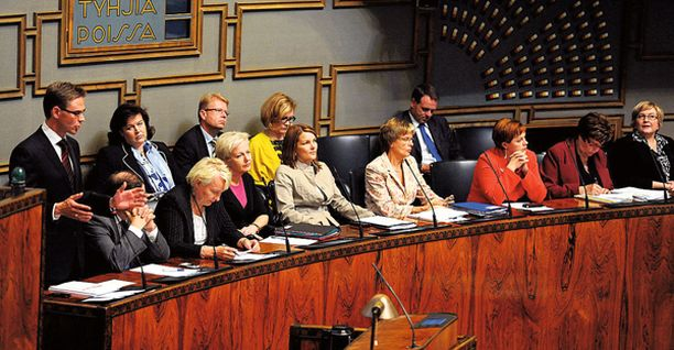 Viisi ministeriä riittää pitämään valtioneuvoston toimintakykyisenä.