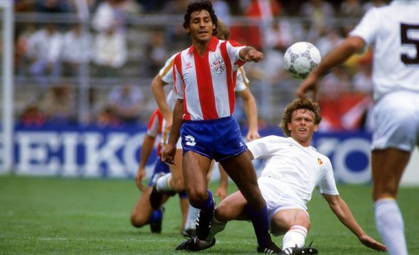 Roberto Cabanasin maalit veivät Paraguayn jatkoon vuoden 1986 MM-kisoissa.