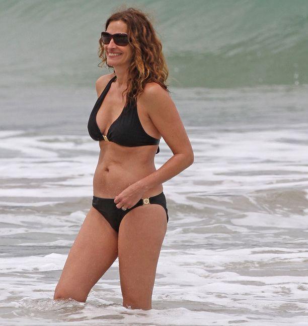 Julia on upea 44-vuotias.
