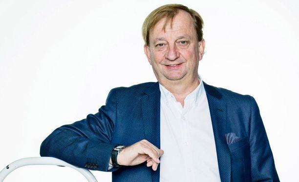 Kansanedustaja Hjallis Harkimo (kok).