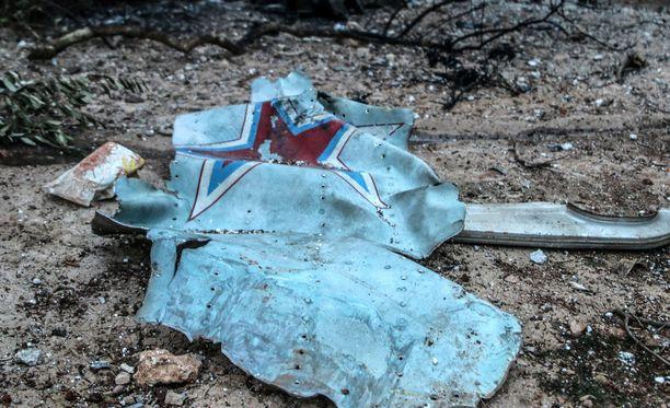Kapinalliset ampuivat alas venäläisen Suhoi Su-25 -hävittäjän lähellä Saraqebin kaupunkia vain päivää ennen kaasuiskua. Lentäjä siepattiin ja tapettiin.
