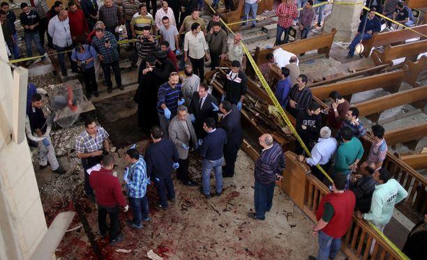 Pommi räjähti koptikristittyjen kirkossa Tantassa Kairon pohjoispuolella. Iskussa kuoli ainakin 21 ihmistä ja kymmeniä haavoittui.