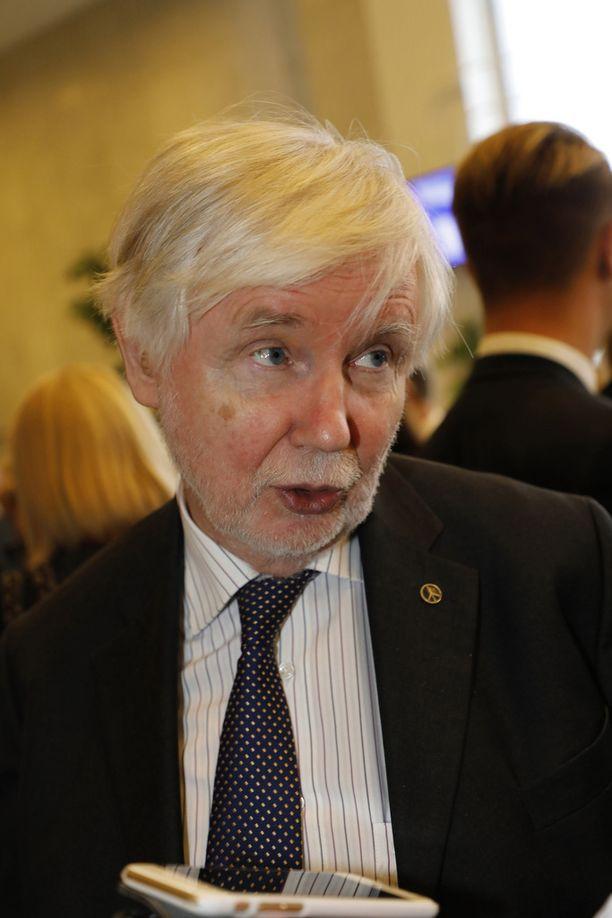 SDP:n konkariedustaja Erkki Tuomiojan mukaan Suomen sisäpolitiikka on rempallaan.