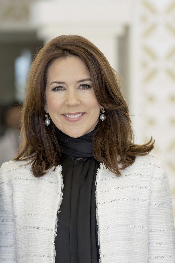 Tanskan kruununprinsessa Mary on Estellen kummitäti.