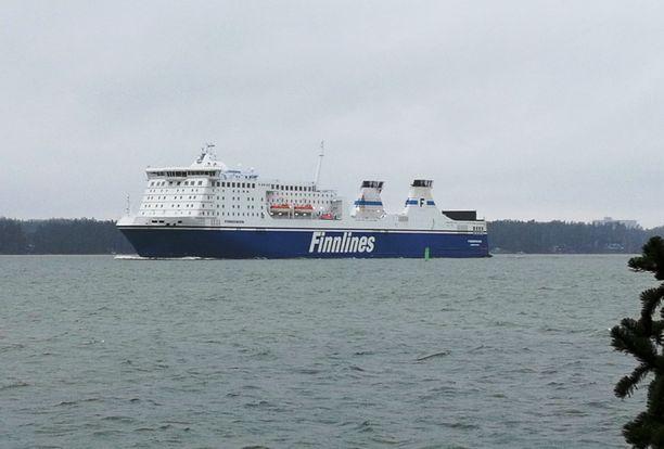 MS Finnswan lähdössä Naantalista. Kuva on viime vuoden maaliskuulta.