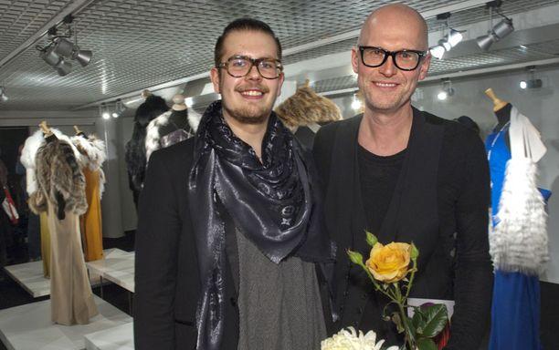 4. – Ihailen Jannen töitä. Tykkään luonnon materiaaleista, Muodin huipun tuntumaan päässyt Jussi Salmela sanoi. Työn alla on talvi 2012-13. – Tein tosin juuri jätesäkeistä näytöksen Turkuun, nuori suunnittelija nauroi.