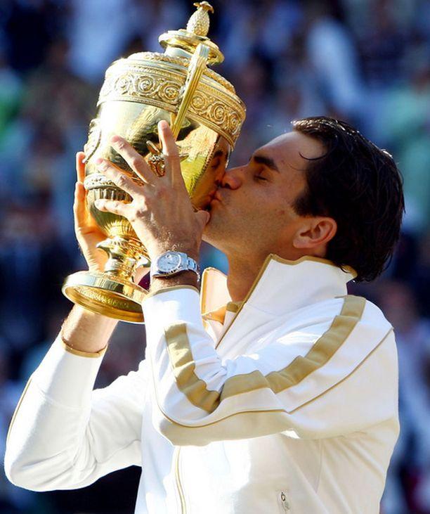 Onnellinen voittaja Roger Federer.