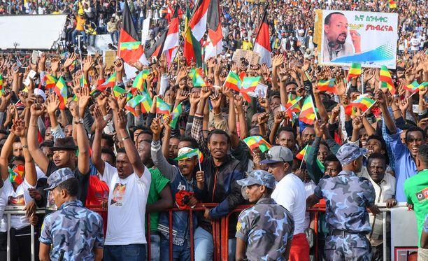 Kymmenettuhannet ihmiset juhlivat Etiopian uutta pääministeriä Addis Abebassa kesäkuussa.