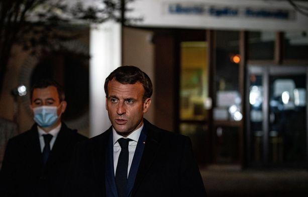 Presidentti Emmanuel Macron vieraili koululla, jossa murhattu opettaja työskenteli.