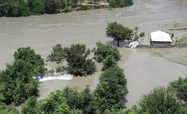 Rankkasateet ovat aiheuttaneet rajuja tulvia Chitralin alueella Pakistanissa.