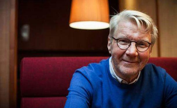 Näyttelijä-laulaja Pirkka-Pekka Petelius.
