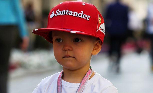 Robin Räikkönen on 3-vuotias autofani.