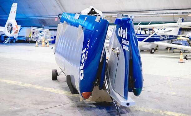Täysin kokoon taitettuna kone on 2,2 metriä leveä.