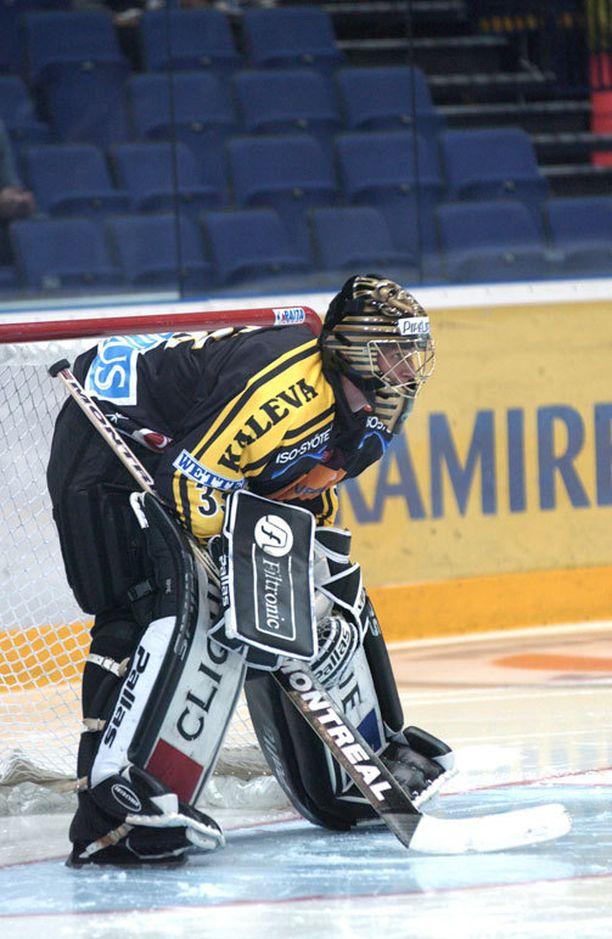 Pekka Rinne ponkaisi maailmalle Kärpistä, jossa hän aloitti Niklas Bäckströmin kakkoskassarina.