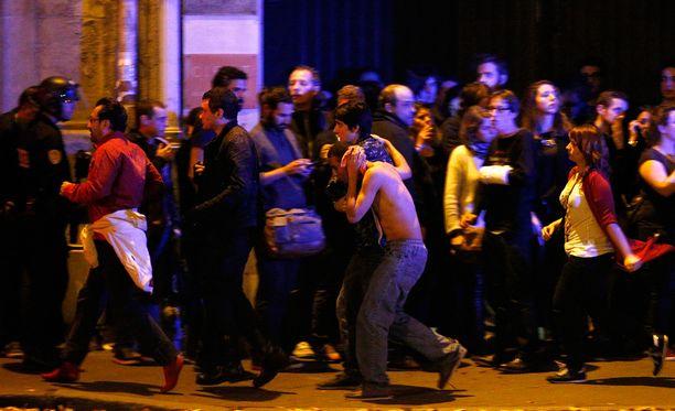 Kolme Isis-terroristia murhasi Bataclanissa 89 ihmistä. Matthew'n onnistui paeta konserttisalin kaoottisesta tilanteesta hengissä.