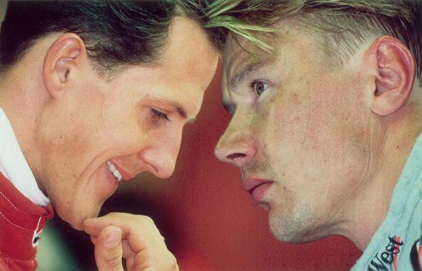 Michael Schumacher ja Mika Häkkinen muodostivat yhden 1990-luvun ikonisimmista F1-taistelupareista.