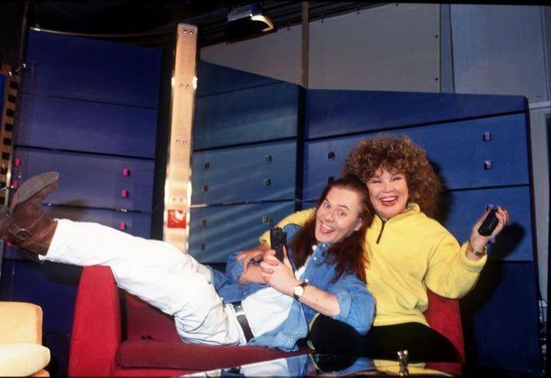 Pertti Salovaaran ja Anita Hirvosen juontama Hecumania oli 1990-luvun lopulla suosittu koko perheen estradiviihdeohjelma.